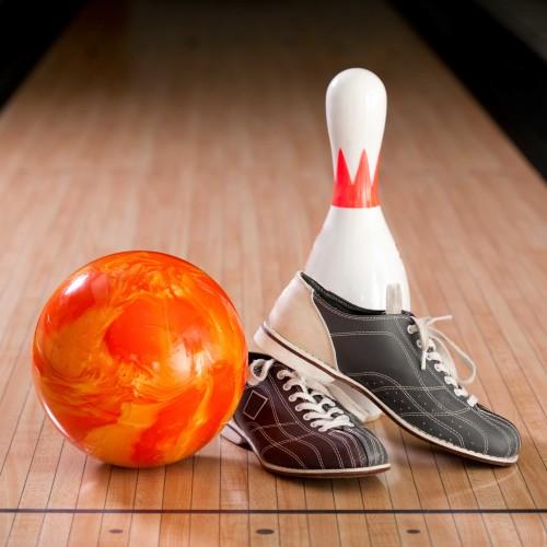 Bowlingbal schoenen en kegel
