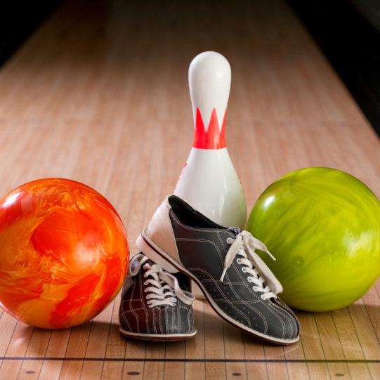 Bowling pins, bal en schoenen